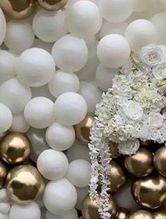 50 white gold small large balloons with white flowers and tuberose garland