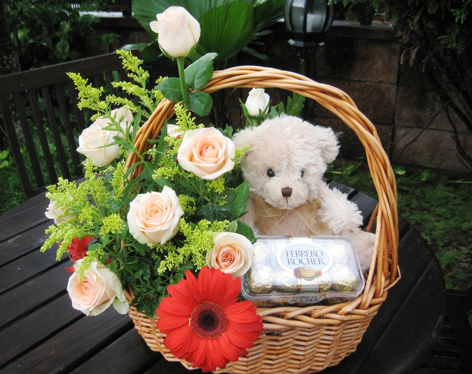12 Pink roses basket, 16pcs ferrero rocher with teddy