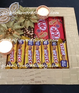 Decorated tray with 2 kit kat, 7 pieces 5 star chocolates