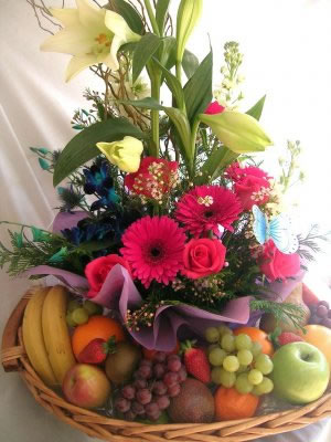 Fruit basket with bouquet
