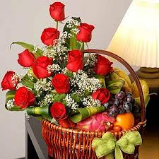 2 kilo. fruits + 12 roses in a bouquet