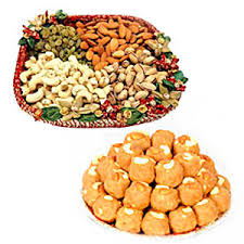 1 kg dry fruit in a tray and 1 kg boondi ladoo