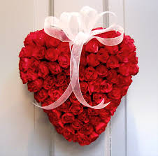 valentine day heart of 100 Red roses